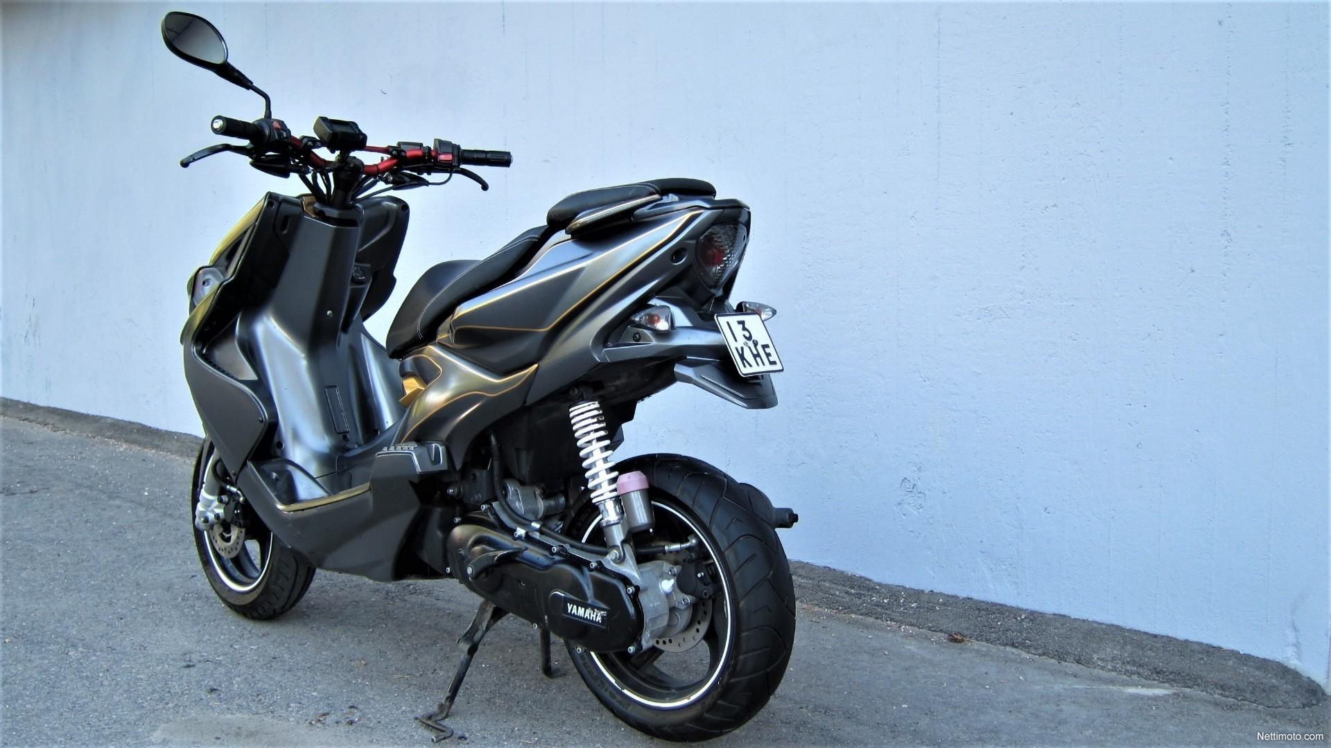 rijindruk Yamaha Aerox R naked - Scooter&bikexpress