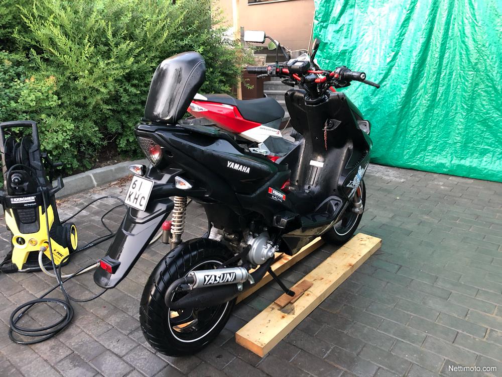 Yamaha Aerox: nieuwe kleur voor 2015   Scooternews.nl
